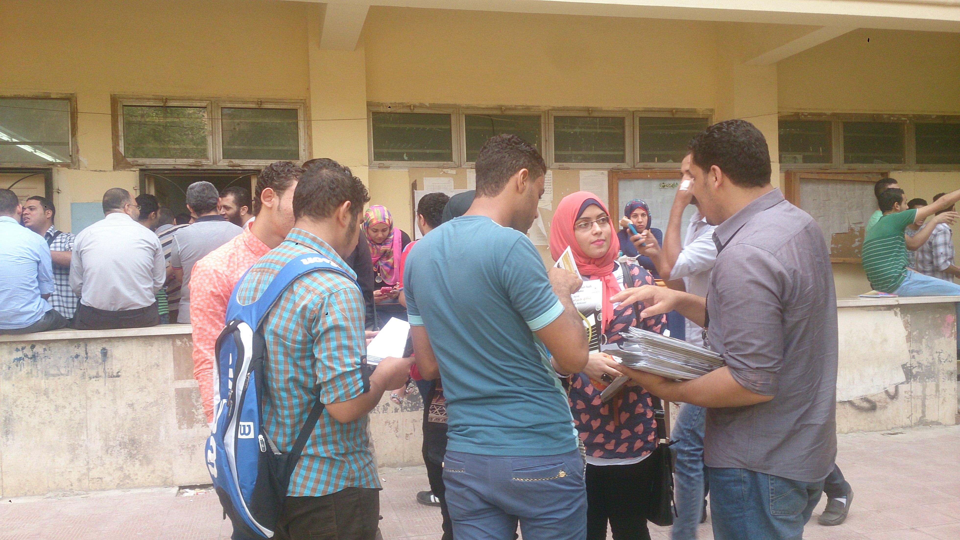 استقبال خبراء المال للطلاب فى بداية العام الدراسى بجامعة حلوان نادي خبراء المال