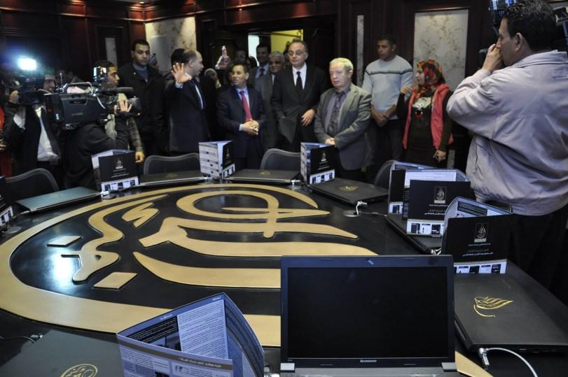 """التقرير المصور لحفل """" الافتتاح الرسمي لقاعة محاكاة البورصة بجامعة عين شمس """" نادي خبراء المال"""
